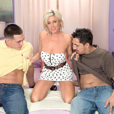 MILF Threesomes